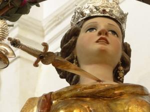 Santa Lucia fu uccisa con una pugnalata al collo e gli occhi gli strapparono dalle orbite. Fonte: la signora Maria, quella del pane.